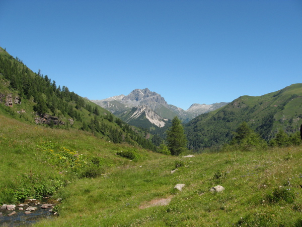 Cornone del Blumone e parte del percorso (Foto Emanuele Cinelli)