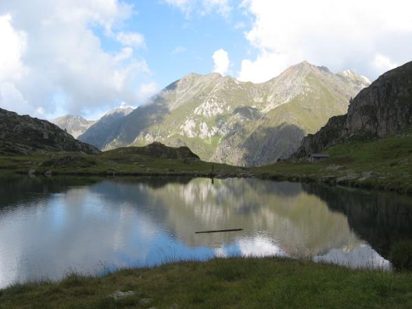 Lago, bivacco e Monte Marser (Foto E. Cinelli)