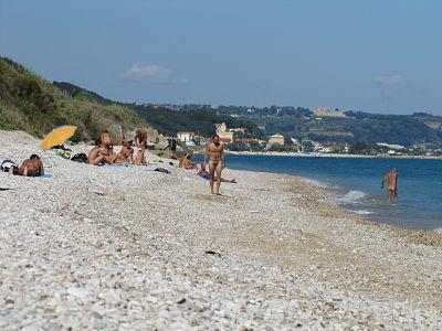 La parte di spiaggia Le Morge, spontaneamente nudista.