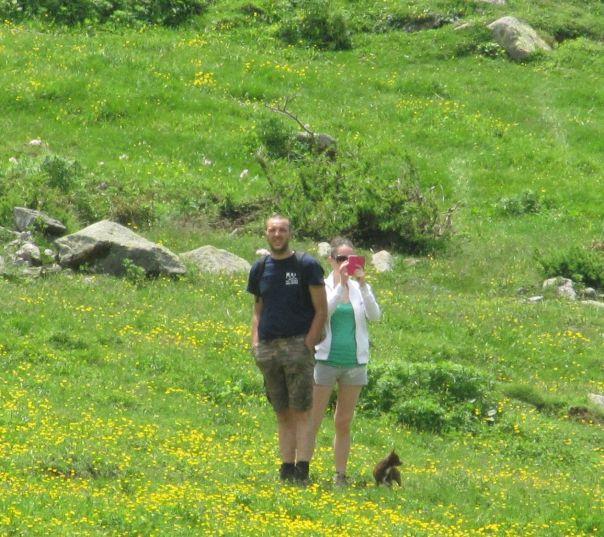 Altri escursionisti ci osservano incuriositi durante la pausa pranzo