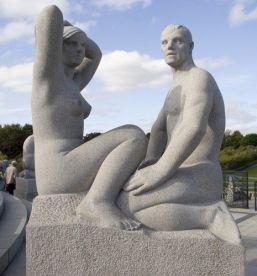 Statue di granito al Vigeland park di Oslo